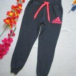 Суперовые фирменные спортивные теплые меланжевые брюки штаны Adidas оригинал.