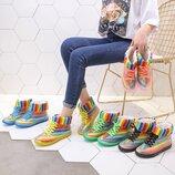 Стильные радужные резиновые ботинки осень-зима