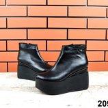 код 2091 Зимние ботиночки Натуральная кожа цвет - Чёрный внутри набивная шерсть высота 11 см платфор