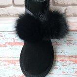 Женские замшевые угги Ugg черного цвета с норковыми бубонами натуральные