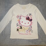 Белая трикотажная футболка M&S с вышитой Hello Kitty. На девочку 9-10 лет. Рост 134-140 см.