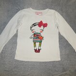 Белая трикотажная футболка Next с нарисованной девочкой. На девочку 8 лет. Рост 128 см.