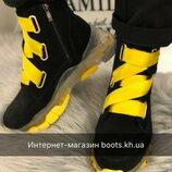 Демисезонные замшевые ботинки хайтопы высокие кроссовки с яркими шнурками ремнями