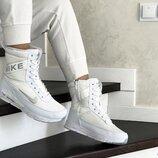 Зимние женские сапоги Nike white