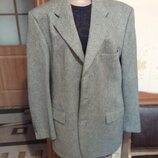 Тепленький пиджак фирменный