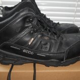 кожаные зимние кроссовки 42 размер,состояние очень хорошее.покупала прошлой зимой сыну,но за лето ст