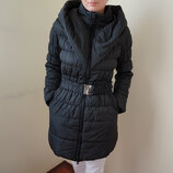 Стильная теплая черная куртка с капюшоном