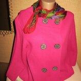 Стильный женский пиджак на пуговицах, малинового цвета.