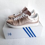Кроссовки и adidas Stan Smith .