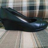 Фирменные кожаные туфли 37 размер