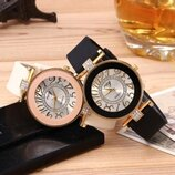 Оригинальные стильные женские часы ,силиконовый ремешок, черные