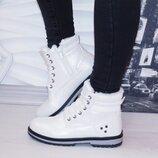 Женские зимние белые ботинки блестящие