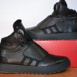 Зимние кроссовки Adidas на липучке.