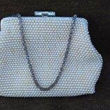 Маленькая нарядная сумочка.