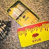 Набор кистей для макияжа Kylie 12 штук в жестяном футляре