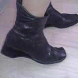 Ботильоны ботиночки из кожи под змею р 38