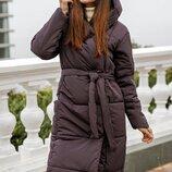 Удлиненное зимнее пальто.