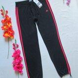 Фирменные спортивные стрейчевые брюки низ на затяжках Adidas оригинал.