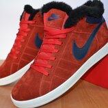 Зимние кроссовки Nike красные.