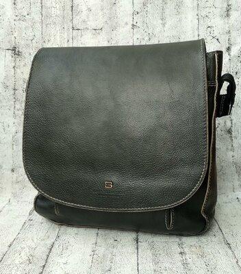 Вместительная кожаная сумка hugo boss made in italy с номером