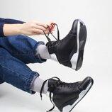 Кожаные женские зимние спортивные черные ботинки на танкетке натуральная кожа
