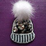Брошь из бисера ручная работа брошь шапка шапочка меховой помпон норка