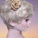 Брошь-Заколка для волос из натуральной кожи бежевого цвета.