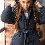 Куртка Зима застегивается на змейку и кнопочки,флис внутри по всей куртке,большой капюшон,куртка объ