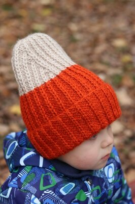 Стильная детская шапка ручная работа