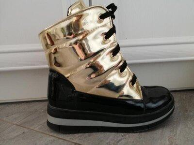 Теплые золотисто-черные ботинки на овчине