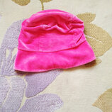 Оригинальная демисезонная велюровая шапочка для вашей модницы