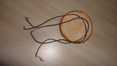 Замшевый шнурок на шею. Коричневый