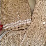 Бежевый вязаный комплект шапка и шарфик с бусинками