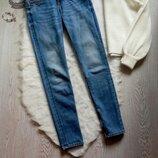 Синие голубые джинсы скинни прямые с молниями внизу кроп короткие низкая талия посадка Guess