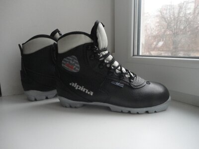 раз.37.Ботинки для беговых лыж Alpina NNN