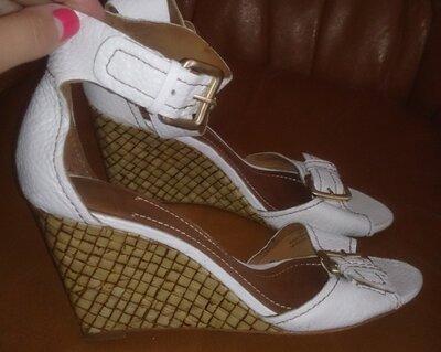 білі босоніжки Zara р39 еко шкіра