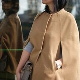 Бежевое демисезонное пальто кейп пончо с карманами eleganze вискоза этикетка