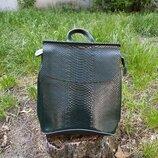 Удобный кожаный рюкзак с тиснением зеленый