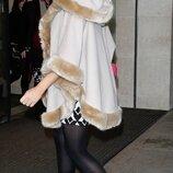 Брендовое бежевое пальто пончо с капюшоном италия мех шерсть этикетка