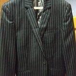 Черный пиджак в тонкую полоску