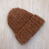 Велюровая шапка ручной работы цвета ириски
