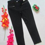 Суперовые стильные стрейчевые плотные зауженные брюки с замочками Nutmeg.
