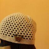 Класна біла шапочка