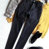 Плотные суперстрейчевые джинсы c высокой посадкой