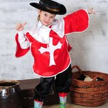 Яркий,эффектный карнавальный костюм мушкетера