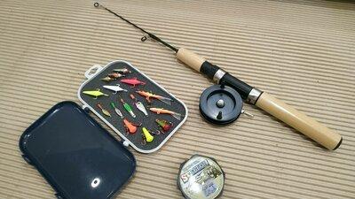 Полный карманный набор для зимней рыбалки на хищника. Балансиры блесны удочка. Комплект.