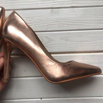 Новые золотые туфли лодочки Truffle pазмер 39