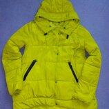 Яскравий зимовий пуховик з капюшоном яркая зимняя куртка