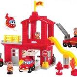Конструктор Пожарная станция с часовой башней и вертолетом с фигурками, Ecoiffier 003026