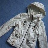 Біла молочна весняна осіння куртка з капюшоном белая молочная осенняя весенняя курточка